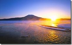 初日の出、北海道、阿寒港 (Sunrise over Mt. Oakan and Akan Lake, Hokkaido, Japan)