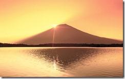 初日の出、静岡県、富士山、田貫湖 (Sunrise over Mt. Fuji and Tanuki Lake, Shizuoka, Japan)