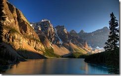Sunset at Moraine Lake, Banff National Park/Coucher de soleil sur le lac Moraine, parc national Banff, Alberta