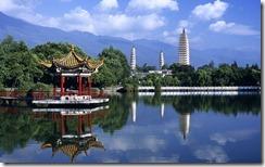 三和塔,中国云南 (Three Pagodas in Yunnan, China)