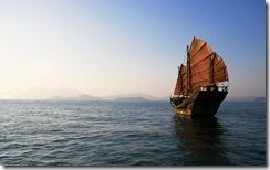 南海中的古帆船,中国 (Junk Sailing in the South China Sea, China)