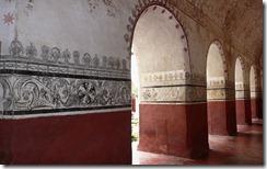 Murallas y arcos pintados en el museo que alguna vez fue el Convento de Tepoztlan (Painted walls and arches in the museum that was once the Convent of Tepoztlan)