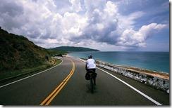 往佳樂水的路上 (The downhill leading to Jialeshuei)