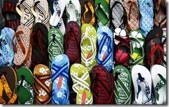 墾丁大街上販售的夾腳拖鞋 (Colorful flip-flops sold at KenTing)
