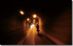 穿越蘇花公路上的隧道 (Passing through the tunnels on the Suhua highway)