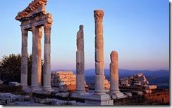 Günbatımında Trajan Tapınağı, Bergama, İzmir, Türkiye (Temple of Trajan at sunset, Pergamon, Izmir, Turkey)