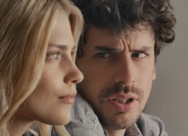 Xbox One – His and Her commercial introduces voice control over other people